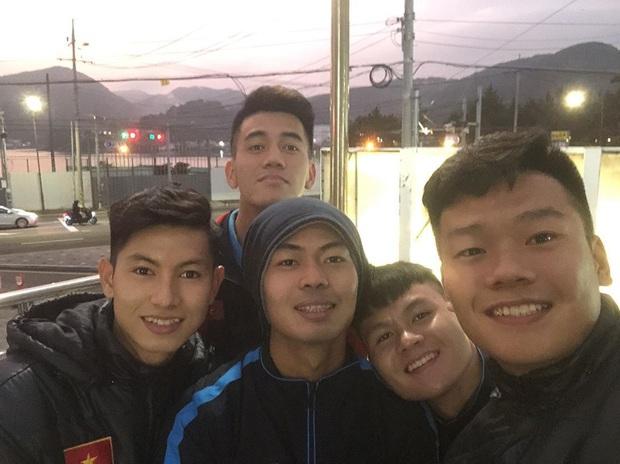 Dàn nam thần U23 Việt Nam tiếp tục nhập vai boyband ở Hàn Quốc: Toàn là những gương mặt visual, áp lực nhan sắc cho team qua đường thật sự! - Ảnh 9.