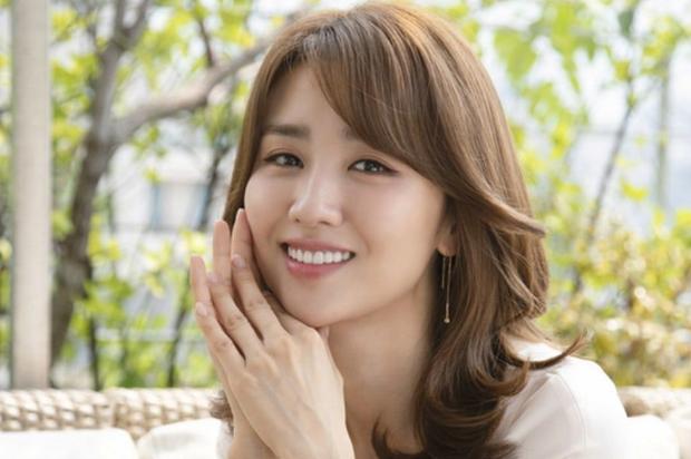 """4 nữ thần """"sắc nước hương trời"""" một thời: Từ Lee Young Ae đến Kim Tae Hee đều sắm vai """"mẹ bỉm sữa"""" khi tái xuất màn ảnh - Ảnh 11."""