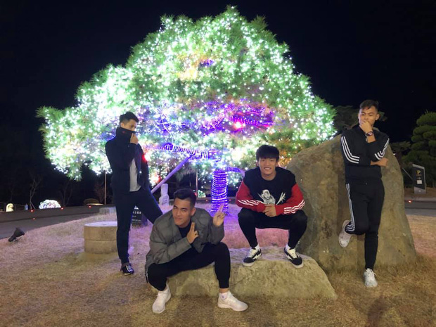 Dàn nam thần U23 Việt Nam tiếp tục nhập vai boyband ở Hàn Quốc: Toàn là những gương mặt visual, áp lực nhan sắc cho team qua đường thật sự! - Ảnh 5.
