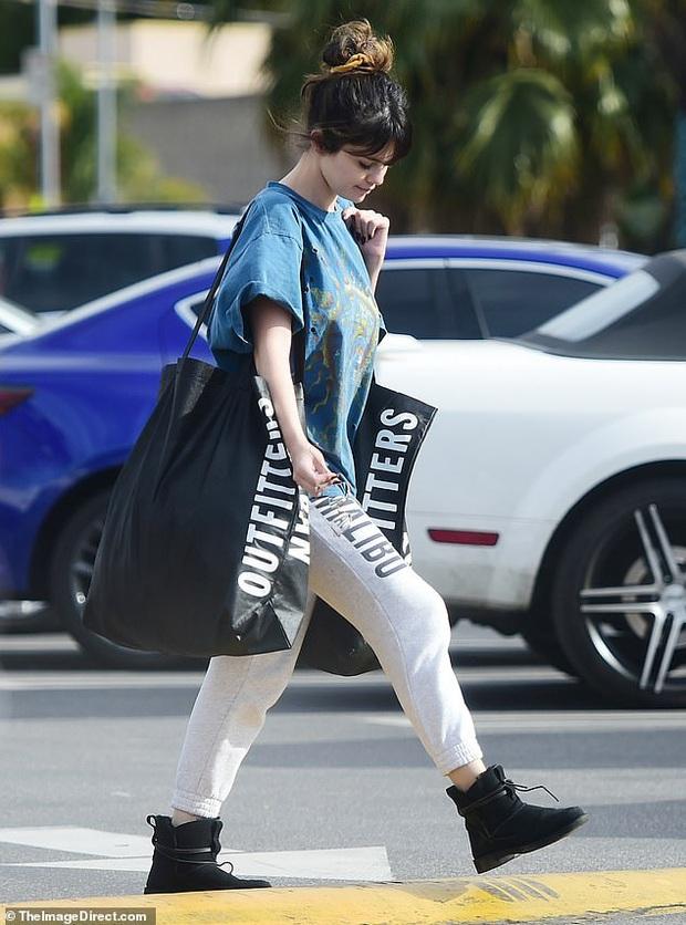 Selena Gomez gây sốt khi để mặt mộc 100% ra đường, trẻ hơn cả chục tuổi khi không make up? - Ảnh 2.