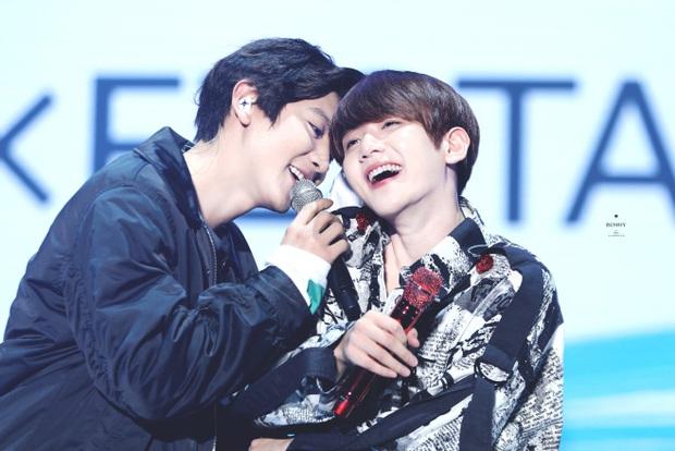 Chanyeol suýt sấp mặt vì bị Baekhyun chơi xỏ ngay trên sân khấu, tình nghĩa anh em EXO chắc có bền lâu! - Ảnh 4.