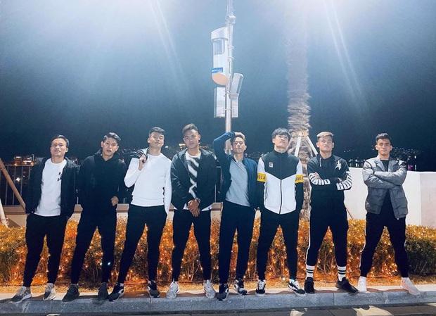 Dàn nam thần U23 Việt Nam tiếp tục nhập vai boyband ở Hàn Quốc: Toàn là những gương mặt visual, áp lực nhan sắc cho team qua đường thật sự! - Ảnh 2.