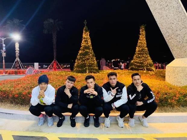 Dàn nam thần U23 Việt Nam tiếp tục nhập vai boyband ở Hàn Quốc: Toàn là những gương mặt visual, áp lực nhan sắc cho team qua đường thật sự! - Ảnh 7.