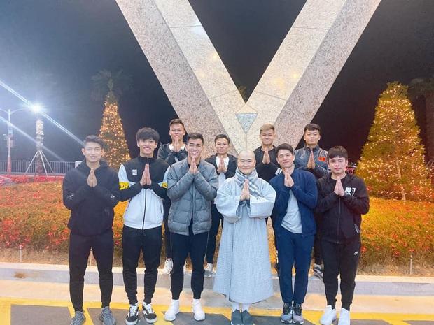 Dàn nam thần U23 Việt Nam tiếp tục nhập vai boyband ở Hàn Quốc: Toàn là những gương mặt visual, áp lực nhan sắc cho team qua đường thật sự! - Ảnh 3.