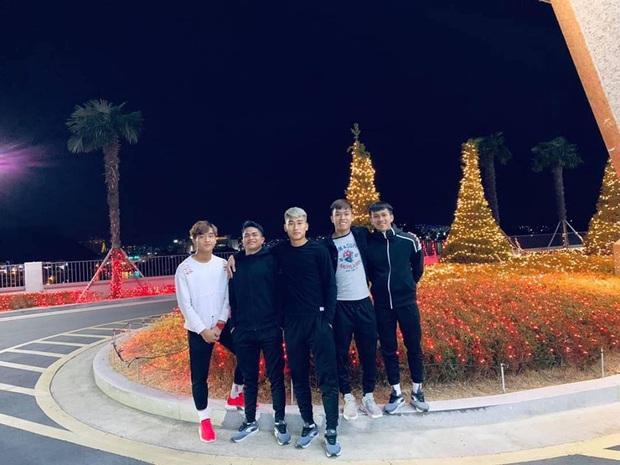 Dàn nam thần U23 Việt Nam tiếp tục nhập vai boyband ở Hàn Quốc: Toàn là những gương mặt visual, áp lực nhan sắc cho team qua đường thật sự! - Ảnh 8.