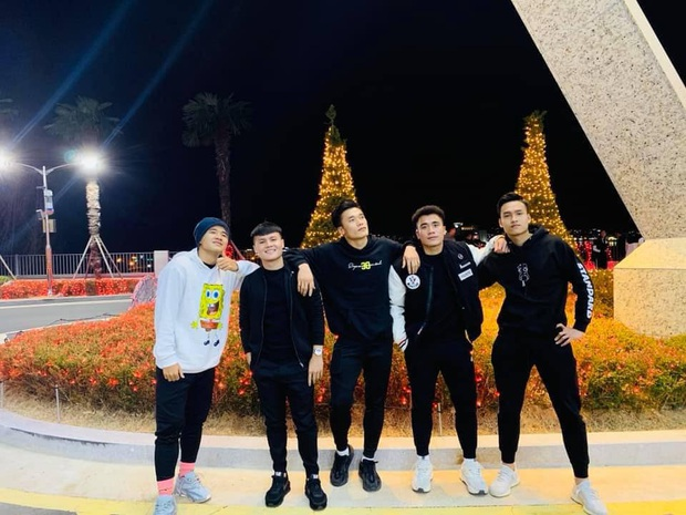 Dàn nam thần U23 Việt Nam tiếp tục nhập vai boyband ở Hàn Quốc: Toàn là những gương mặt visual, áp lực nhan sắc cho team qua đường thật sự! - Ảnh 6.