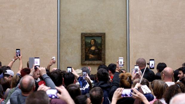 Thực tế đáng buồn của các tác phẩm nghệ thuật khi trở thành tâm điểm du lịch: đông nghịt du khách, bị huỷ hoại do thời tiết và con người - Ảnh 10.