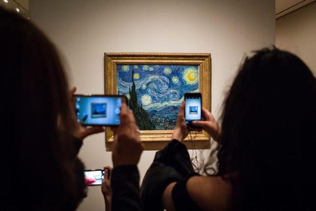 Thực tế đáng buồn của các tác phẩm nghệ thuật khi trở thành tâm điểm du lịch: đông nghịt du khách, bị huỷ hoại do thời tiết và con người - Ảnh 11.