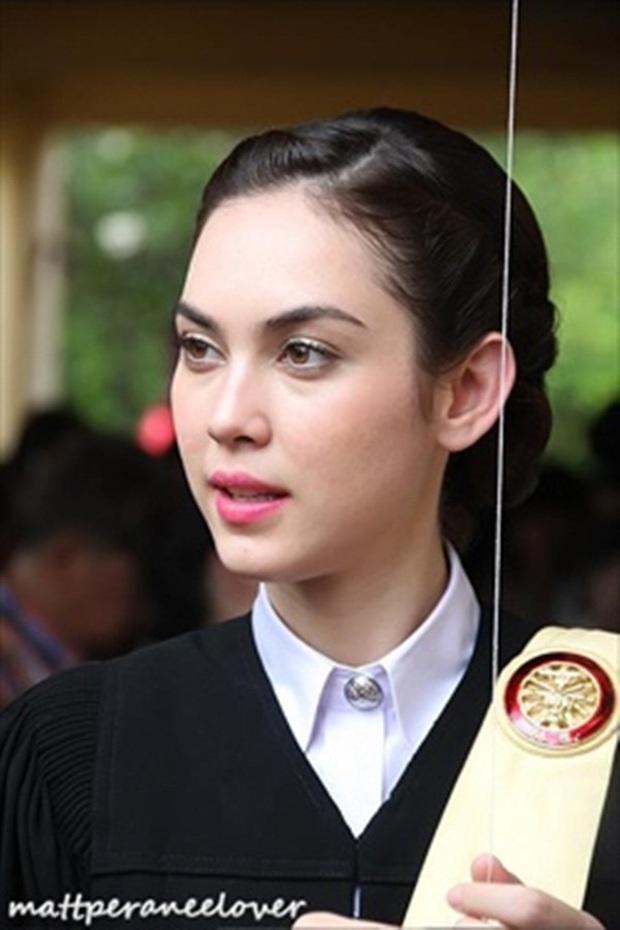 2 mỹ nhân lai bị ghét nhất Thái Lan: Đẹp cực phẩm, tài năng, học vấn khủng nhưng thành tội đồ vì bê bối tình cảm - Ảnh 10.