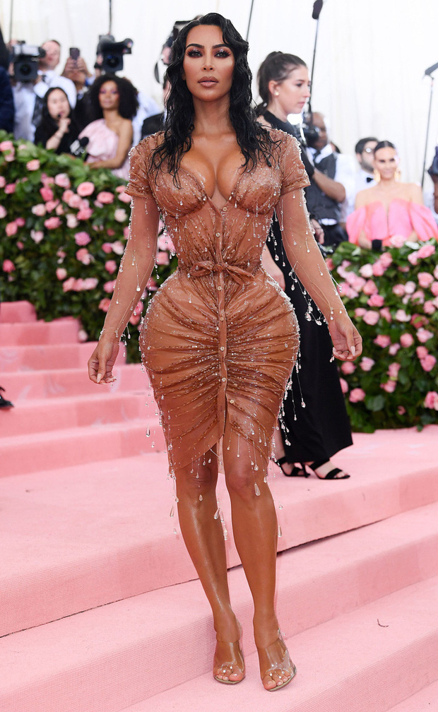 13 lần chị em nhà Kardashian gây nổ Hollywood năm 2019: Kim - Kendall hở nhức mắt, Kylie gây bão ở hôn lễ Justin - Ảnh 1.