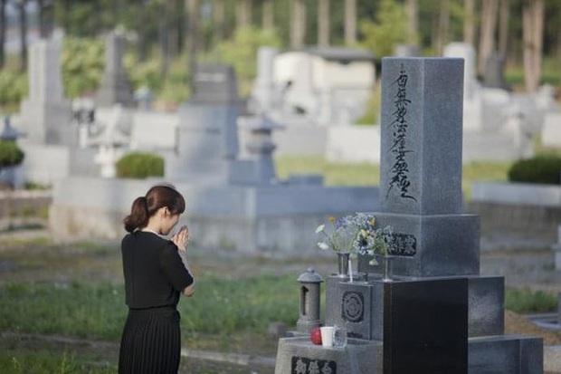 Ly hôn sau khi chồng chết: Phụ nữ Nhật Bản thật sự tuyệt tình hay để giảm bớt gánh nặng trên vai người vợ - Ảnh 1.