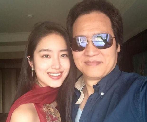 Rộ tin cha nuôi tỷ phú của Lưu Diệc Phi đã kết hôn với tình trẻ kém 30 tuổi có nhan sắc giống con gái nuôi - Ảnh 3.