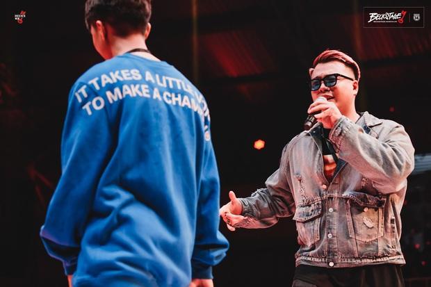 """Gắt như chung kết BeckStage Battle Rap: Đại Vũ, Phúc Du cà khịa cực mạnh, Sóc Nâu bẻ lyric """"không trượt phát nào - Ảnh 19."""