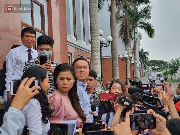 Xin đổi thẩm phán không thành, bà Lê Hoàng Diệp Thảo rưng rưng: Cả 5 mẹ con tôi van xin HĐXX xem xét để chúng tôi có cơ hội đoàn tụ, chăm sóc sức khỏe cho chồng - Ảnh 6.