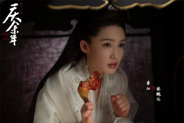 Tín vật định tình kì cục của Khánh Dư Niên: Nàng trao một cái đùi gà, chàng đem về cất vào hộp ngọc? - Ảnh 1.
