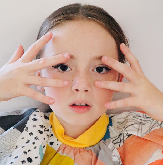 Ngôi sao Instagram nhí sở hữu thần thái ngút trời, mới 9 tuổi đã có 10 nghìn người theo dõi và được các nhãn hàng săn đón ráo riết - Ảnh 4.