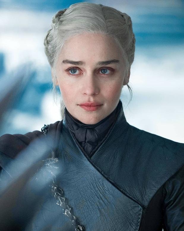 Hành trình Mẹ Rồng Emilia Clarke khi từ mỹ nhân lộ ngực gây sốc thành nữ hoàng rom-com mới - Ảnh 1.