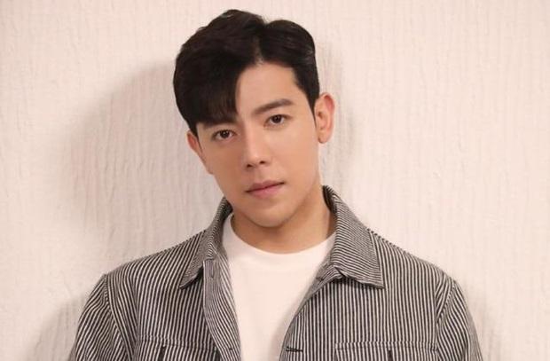 Vừa debut 2 ngày, nam idol Hàn đã nổi tiếng sau 1 đêm vì cứu phụ nữ bị trợ giảng tiếng Anh tấn công tình dục giữa đường - Ảnh 3.