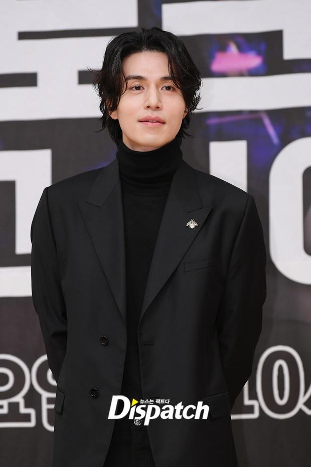 Lâu lắm rồi tài tử cực phẩm Lee Dong Wook mới chủ động thân mật với 1 sao nữ, nhưng ai mà may mắn thế này? - Ảnh 2.