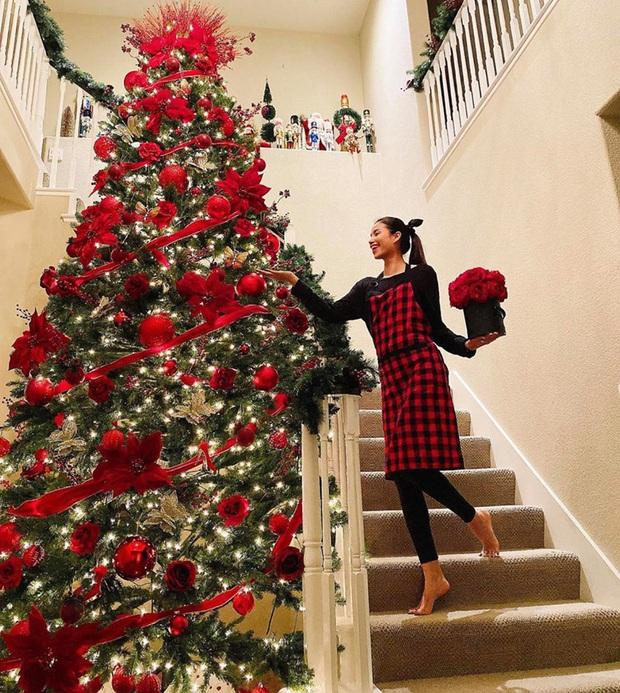Tăng Thanh Hà, Phạm Hương và dàn sao Vbiz tất bật trang hoàng nhà cửa mới thấy không khí Giáng Sinh đã sớm ùa về! - Ảnh 2.