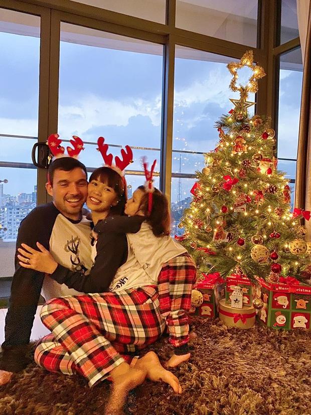 Tăng Thanh Hà, Phạm Hương và dàn sao Vbiz tất bật trang hoàng nhà cửa mới thấy không khí Giáng Sinh đã sớm ùa về! - Ảnh 3.