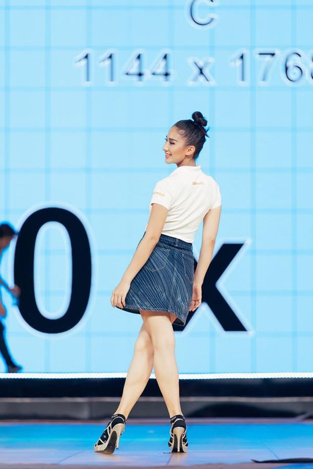 Thí sinh Hoa hậu Hoàn vũ Việt Nam tất bật tập luyện trên sân khấu catwalk dài 60m trước giờ G đêm thi bán kết - Ảnh 5.
