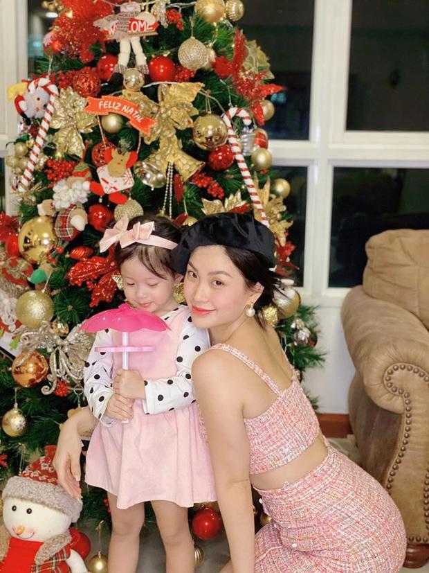 Tăng Thanh Hà, Phạm Hương và dàn sao Vbiz tất bật trang hoàng nhà cửa mới thấy không khí Giáng Sinh đã sớm ùa về! - Ảnh 8.
