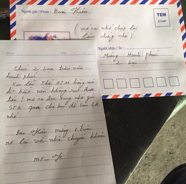 Chú rể nhận phong bì mừng cưới rỗng ruột của bạn thân vì ATM hỏng, thẻ gãy: Mình không gửi số tài khoản cho nó đâu, về là vui rồi! - Ảnh 1.