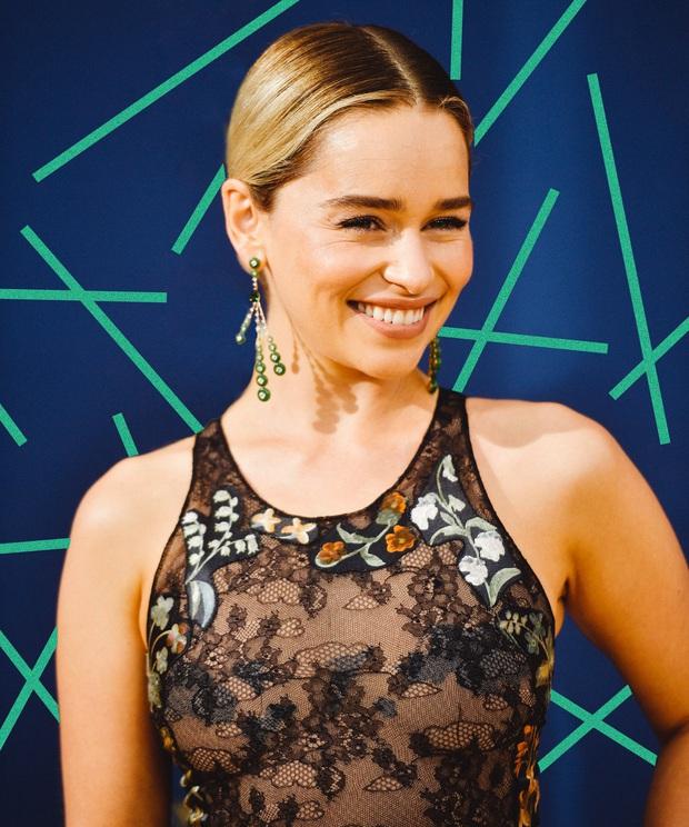 Hành trình Mẹ Rồng Emilia Clarke khi từ mỹ nhân lộ ngực gây sốc thành nữ hoàng rom-com mới - Ảnh 9.