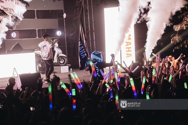 Binz gây choáng khi cởi trần khoe cơ bắp, Vũ - Ngọt Band thổi làn gió mới cho Yamaha Road to Ravolution: DJ Battle tại Hà Nội - Ảnh 9.