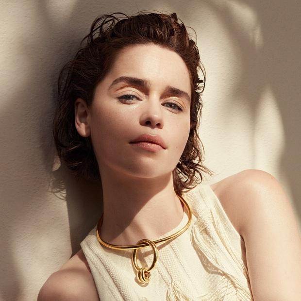 Hành trình Mẹ Rồng Emilia Clarke khi từ mỹ nhân lộ ngực gây sốc thành nữ hoàng rom-com mới - Ảnh 8.