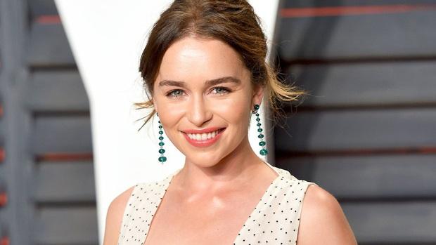 Hành trình Mẹ Rồng Emilia Clarke khi từ mỹ nhân lộ ngực gây sốc thành nữ hoàng rom-com mới - Ảnh 14.