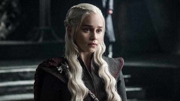 Hành trình Mẹ Rồng Emilia Clarke khi từ mỹ nhân lộ ngực gây sốc thành nữ hoàng rom-com mới - Ảnh 4.