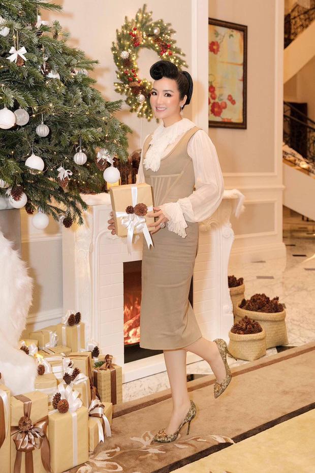 Tăng Thanh Hà, Phạm Hương và dàn sao Vbiz tất bật trang hoàng nhà cửa mới thấy không khí Giáng Sinh đã sớm ùa về! - Ảnh 9.