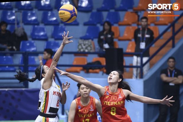 Bóng rổ SEA Games 30: Người hâm mộ tiếp tục đón nhận tin vui, đội tuyển nữ lọt vào bán kết sau trận đấu một chiều trước Myanmar - Ảnh 1.