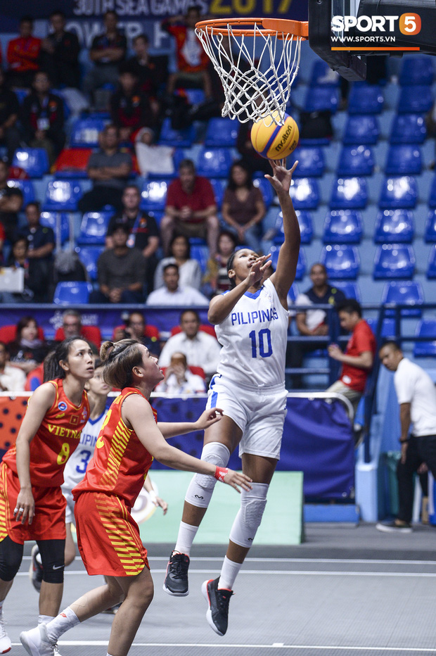 Nỗ lực hết mình nhưng vẫn không thể tạo nên bất ngờ trước Philippines, bóng rổ nữ Việt Nam vẫn còn cơ hội tranh huy chương đồng tại SEA Games 30 - Ảnh 6.