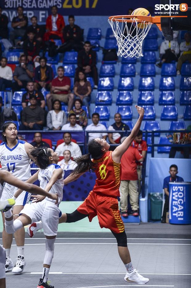 Nỗ lực hết mình nhưng vẫn không thể tạo nên bất ngờ trước Philippines, bóng rổ nữ Việt Nam vẫn còn cơ hội tranh huy chương đồng tại SEA Games 30 - Ảnh 4.