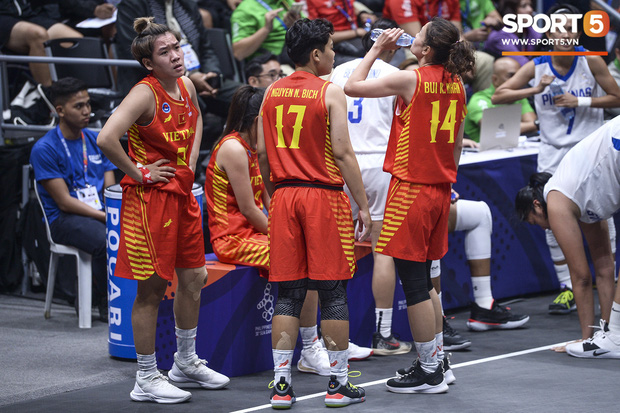 Nỗ lực hết mình nhưng vẫn không thể tạo nên bất ngờ trước Philippines, bóng rổ nữ Việt Nam vẫn còn cơ hội tranh huy chương đồng tại SEA Games 30 - Ảnh 3.