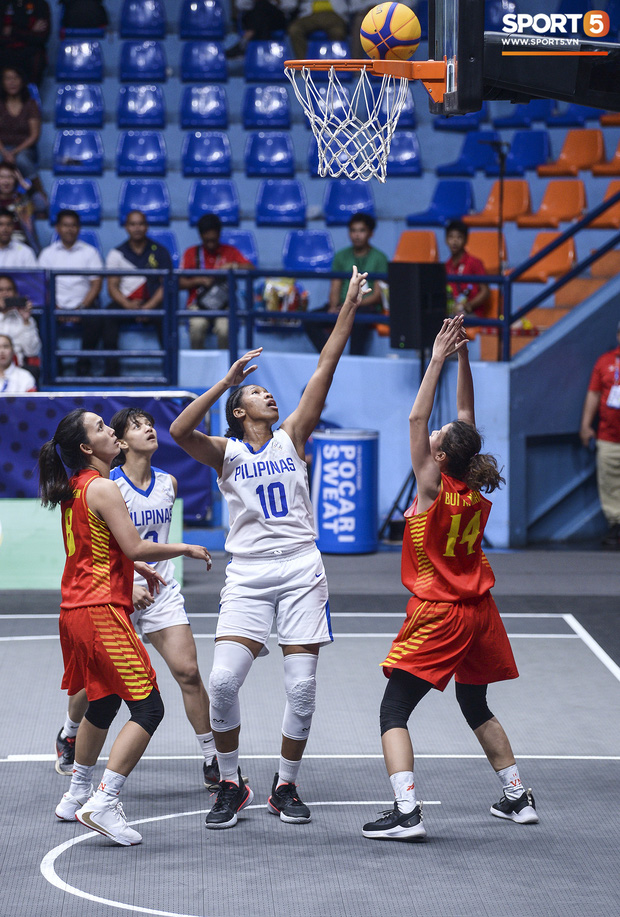 Nỗ lực hết mình nhưng vẫn không thể tạo nên bất ngờ trước Philippines, bóng rổ nữ Việt Nam vẫn còn cơ hội tranh huy chương đồng tại SEA Games 30 - Ảnh 1.