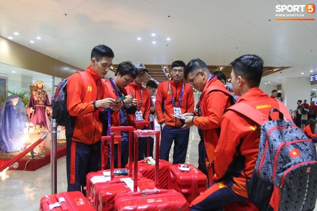 Đảm đang như đội trưởng Mocha ZD Esports: Lo sợ đồng đội không có gì ăn nên chuẩn bị cả thùng mì tôm tới Philippines - Ảnh 7.