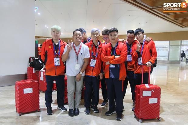 Đảm đang như đội trưởng Mocha ZD Esports: Lo sợ đồng đội không có gì ăn nên chuẩn bị cả thùng mì tôm tới Philippines - Ảnh 1.