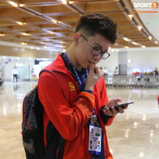 Đảm đang như đội trưởng Mocha ZD Esports: Lo sợ đồng đội không có gì ăn nên chuẩn bị cả thùng mì tôm tới Philippines - Ảnh 14.