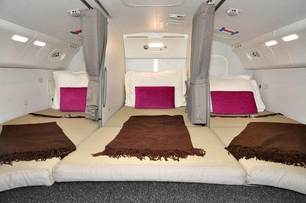 Hoá ra trên máy bay có phòng ngủ riêng cho phi công và tiếp viên: phải đi vào bằng lối bí mật, độ rộng - hẹp thì còn tuỳ - Ảnh 10.
