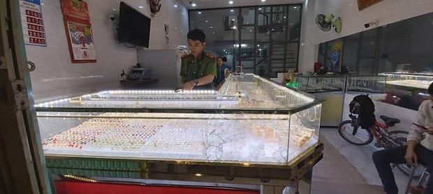 Tiệm vàng b.ị tr.ộm vì ô.ng chủ mải xe.m U22 Việt n.am đ.á với Indonesia - Ảnh 1.