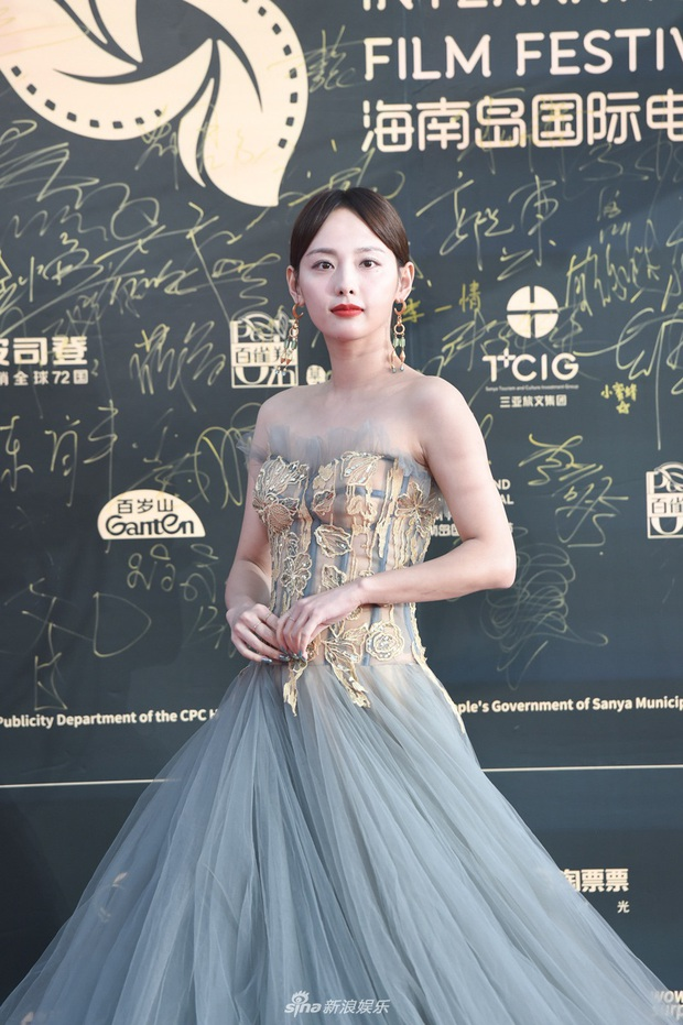 Thảm đỏ gây thất vọng hôm nay: Dương Mịch lộ body tăng cân, Trần Kiều Ân - Côn Lăng bị netizen chê dừ chát - Ảnh 10.