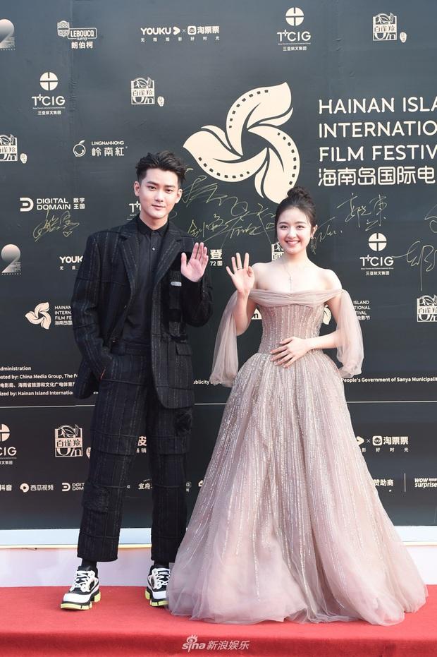 Thảm đỏ gây thất vọng hôm nay: Dương Mịch lộ body tăng cân, Trần Kiều Ân - Côn Lăng bị netizen chê dừ chát - Ảnh 11.