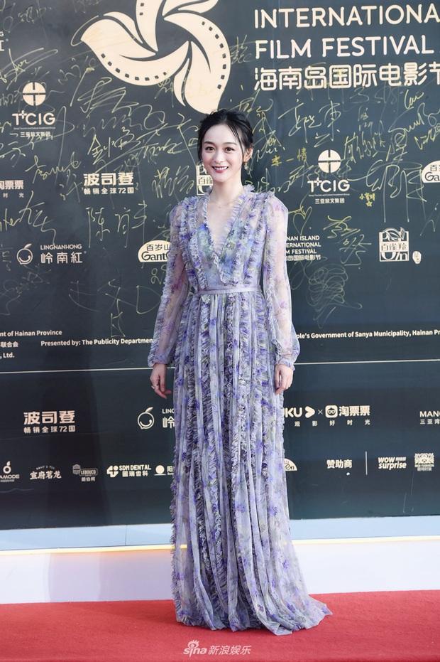Thảm đỏ gây thất vọng hôm nay: Dương Mịch lộ body tăng cân, Trần Kiều Ân - Côn Lăng bị netizen chê dừ chát - Ảnh 12.