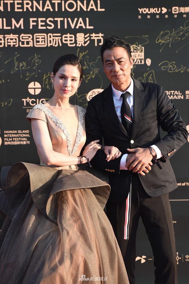 Thảm đỏ gây thất vọng hôm nay: Dương Mịch lộ body tăng cân, Trần Kiều Ân - Côn Lăng bị netizen chê dừ chát - Ảnh 13.