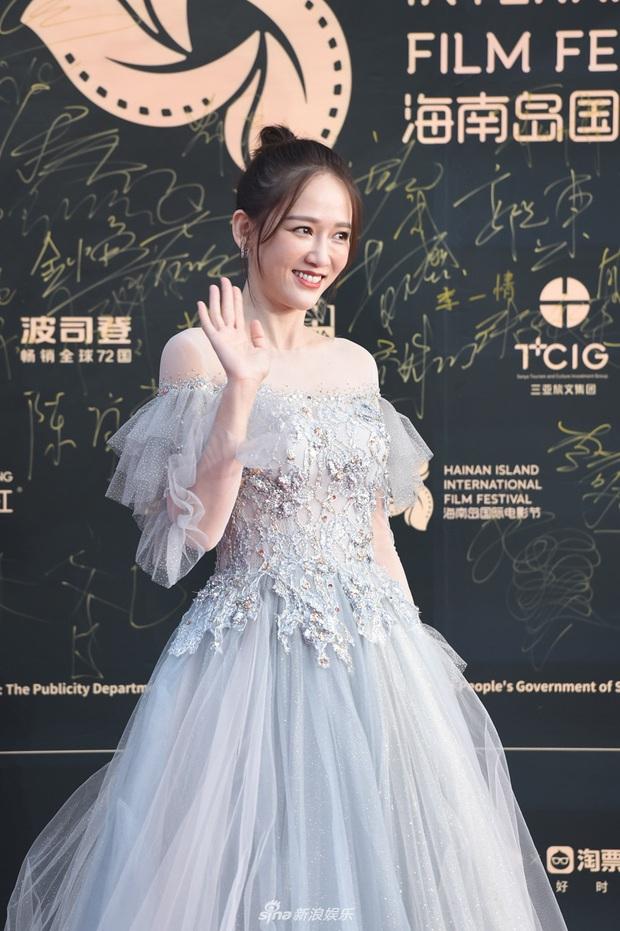 Thảm đỏ gây thất vọng hôm nay: Dương Mịch lộ body tăng cân, Trần Kiều Ân - Côn Lăng bị netizen chê dừ chát - Ảnh 8.