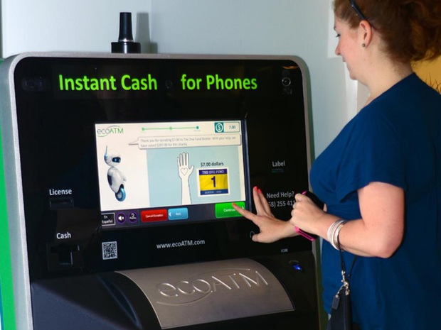 Thử bán iPhone vàng nguyên chất cho máy ATM tự động: Cái kết giận tím người vì giá bèo hơn cả đồ bỏ đi! - Ảnh 1.